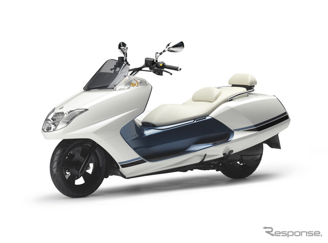 Yamaha Maxam CP250 (Silky White)