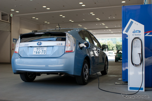 To charge the Toyota Prius PHV (images)