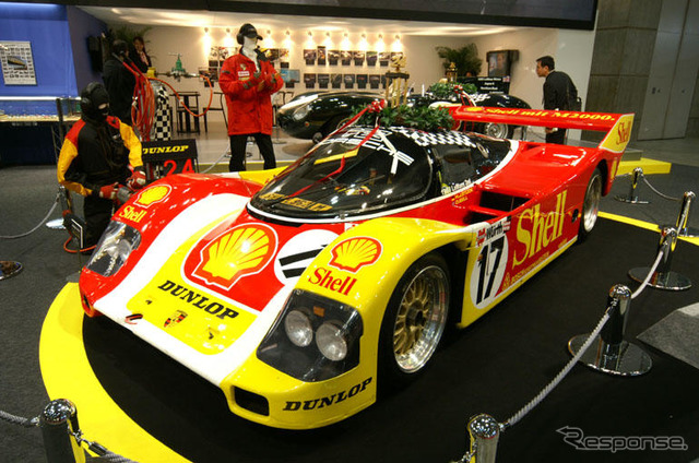 Porsche 962 c Le Mans 24-hour race by 9 times- Dunlop booth