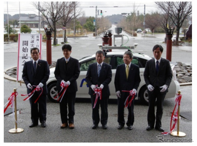 Ribbon-cutting ceremony by Kanazawa University and Suzu auto driver's social experiment begins