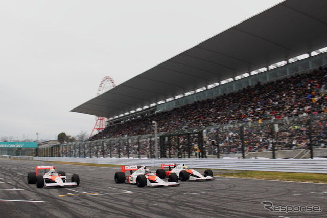 McLaren-Honda racers driving through the straightaway