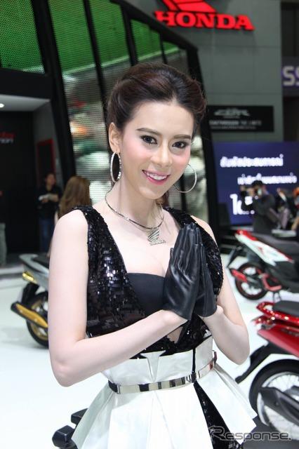 Strike a pose 'Wai' Companion (Bangkok motor show 15)
