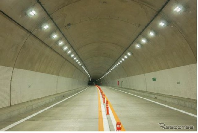 Tunnel entrance section lighting property example