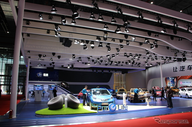 Venucia booth at the 2015 Shanghai Motor Show