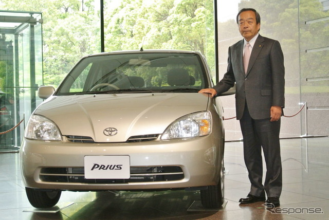 First-generation Prius and Chairman of uchiyamada (images)