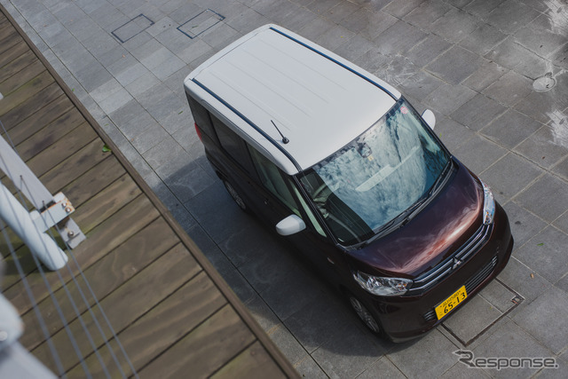 Mitsubishi eK Space in Chocola Brown Pearl and White Pearl