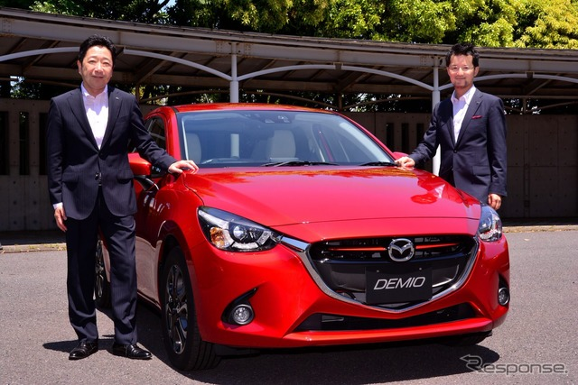 DOI step development Chief, in charge of Mazda Demio (left) and Yanagisawa Liang Chief Designer (right)