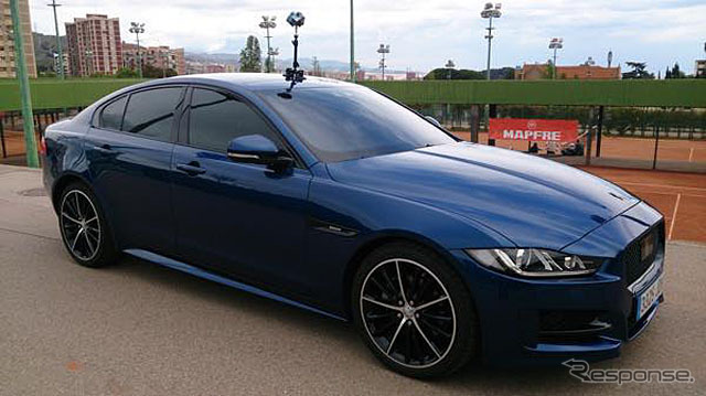 Jaguar Land Rover virtual test drive experience system (reference image)