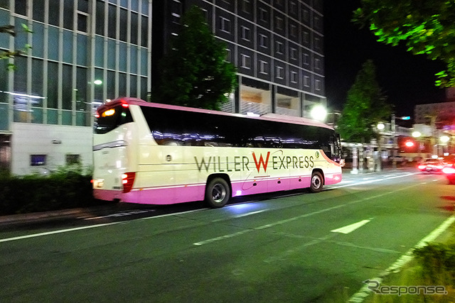 Wheeler overnight Highway bus (images)