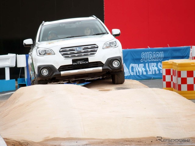 """Rides the weeds ' SUV rides """"on the faux rocks of up to 20 cm can be"""