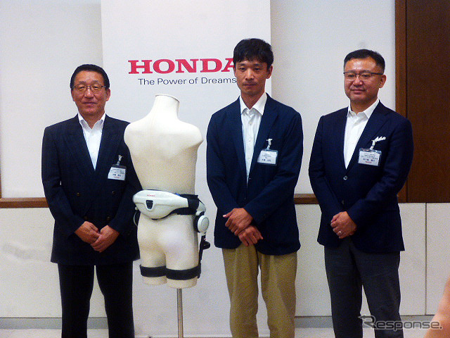 From left: Honda Walking Assist promotion block developer-in-charge Toshihiro Ito; Koji Ohata, PhD of Kyoto University; and Chief Operating Officer Masayuki Igarashi (Honda Walking Assist presentation and demonstration, July 21, Tokyo).