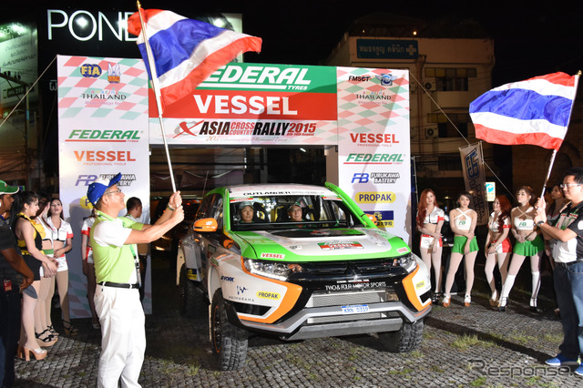 Mitsubishi Outlander PHEV participating in the 2015 Asia Cross Country Rally