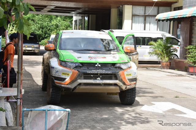 Mitsubishi Outlander PHEV (2015 Asia Cross Country Rally)