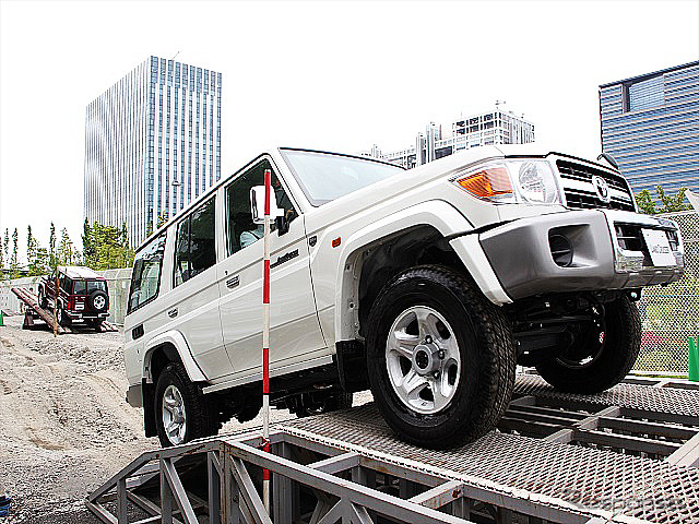 "August 22-30, held in the Tokyo Koto-ku Aomi claimed ""off-road ride"" of the image"