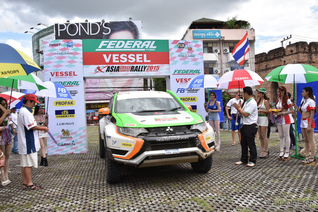 Mitsubishi Outlander PHEV wins overall victory among its class (2015 Asia Cross Country Rally)