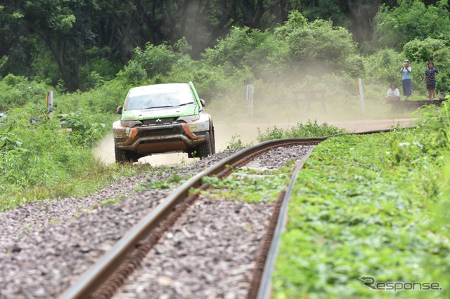 Outlander PHEV at 2015 Asia Cross Country Rally
