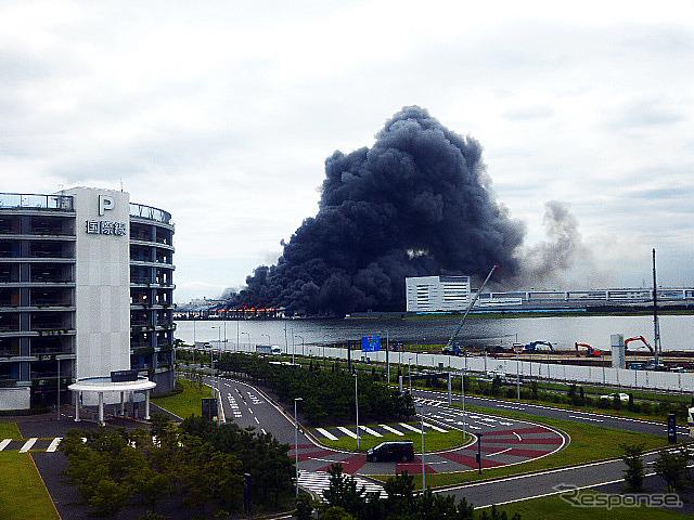 Iron housing gold steel Kawasaki plant give black smoke Hamamatsu City to shoot 11:45 from Tokyo monorail