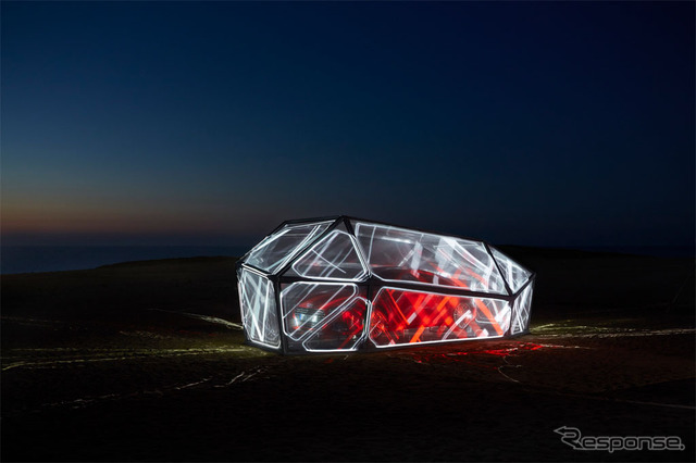 Tottori sand dunes into a futuristic cocoon suddenly appeared