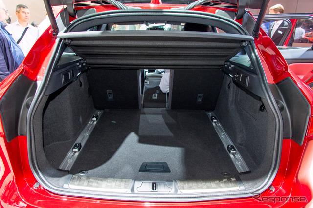 Jaguar F-PACE (Frankfurt Motor Show 15)
