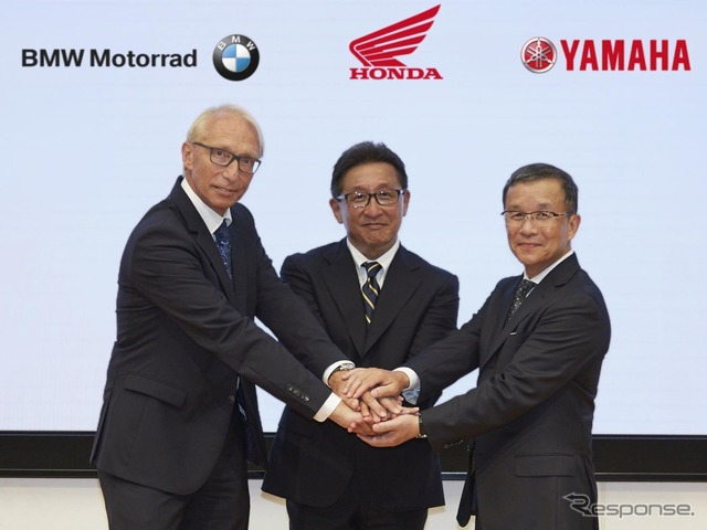 From left, Dr. Carl Victor Schaller (BMW Motorrad motorcycle Research Development Division), Suzuki, Akio, Executive Officer (Honda), Kimura Takaaki Vice President & Technical Director (Yamaha).