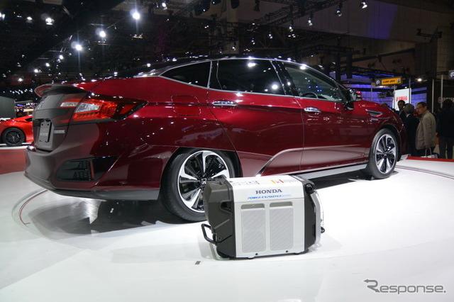 Honda clarity fuel cell (Tokyo Motor Show 15)