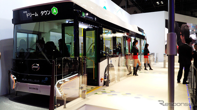 """Hino exhibited a """"FUEL CELL BUS (fuel cell bus)"""" (by 2015 Tokyo Motor Show)"""