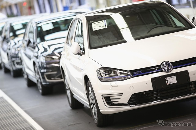VW Golf GTE production line (the reference image)