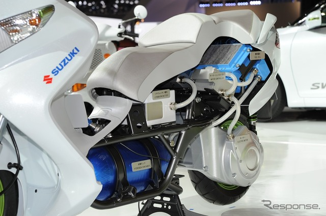 Suzuki Bergman fuel cell scooter (photo of 2011 Tokyo Motor Show exhibitors:)