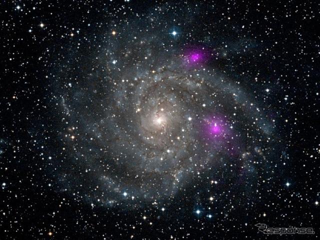 渦状銀河の中に燃え盛る ...
