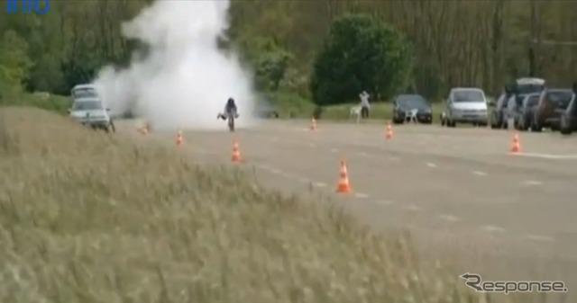 ロケット付き自転車、世界最高速を計測…263km/h[動画]