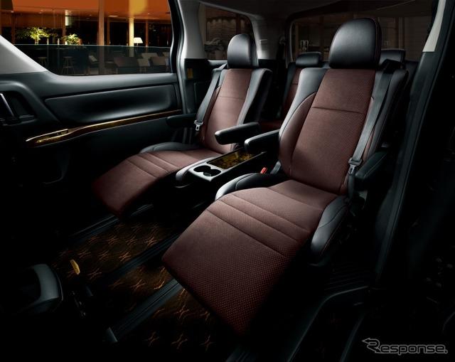 高級ミニバン「アルファード」「ベルファイヤ」に、高級な金色内装の特別仕様車