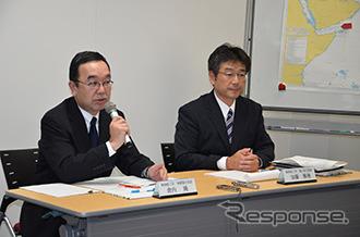 擬記者会見で記者からの質疑に応答する説明者 左:倉内隆専務執行役員、右:...  擬記者会見で記