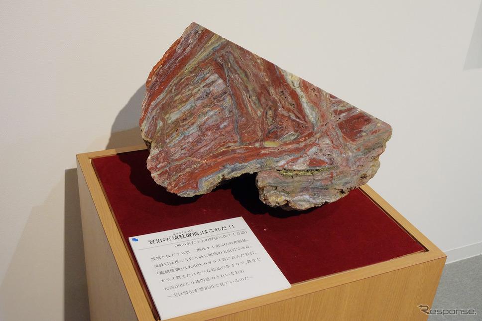 鉱物採集・研究を好み、さまざまな作品に鉱物の描写がみられることから、岩手の岩石の展示が行われていた。