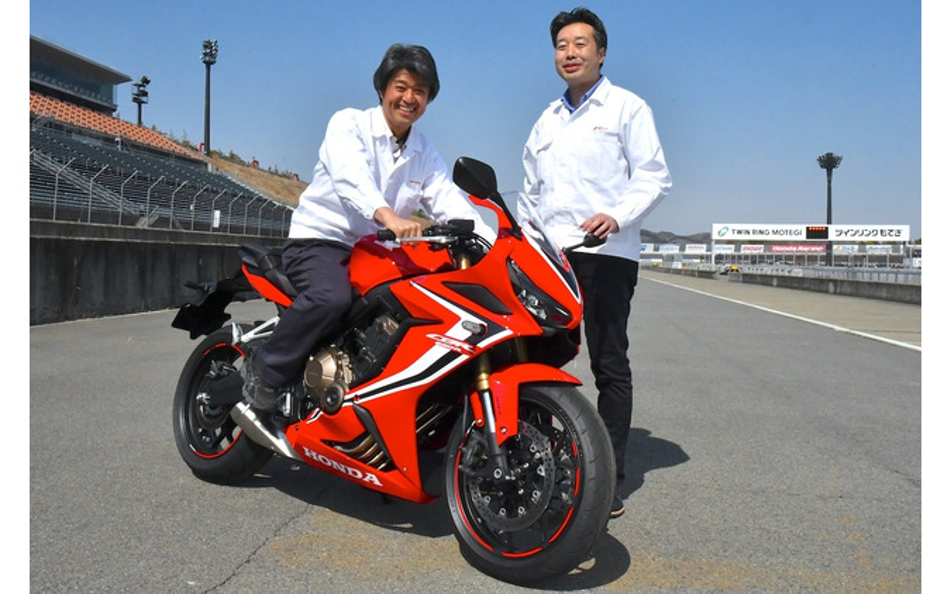 LPL(開発責任者)筒井則吉氏(写真右)とLPL代行・吉田昌弘氏。