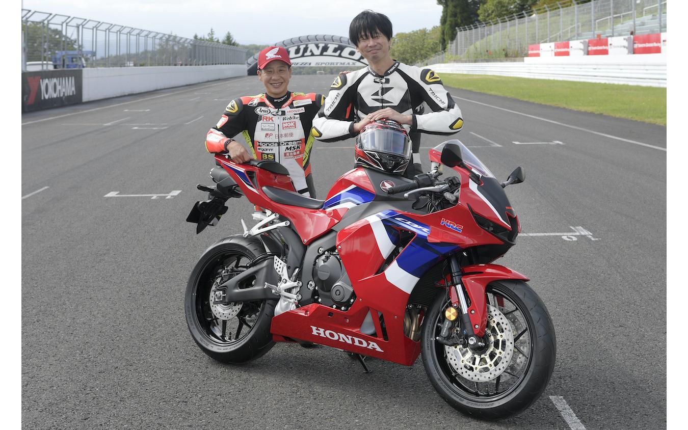 全日本ロードレースST600チャンピオン小山知良選手(写真左)と青木タカオ。