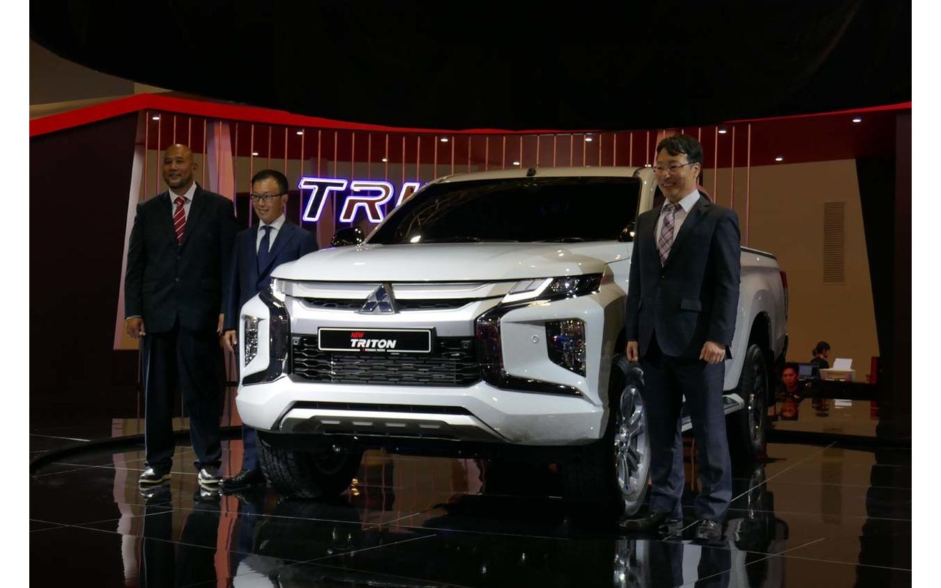 三菱は初代生誕40周年となるピックアップトラック、トライトンの新型を発表。