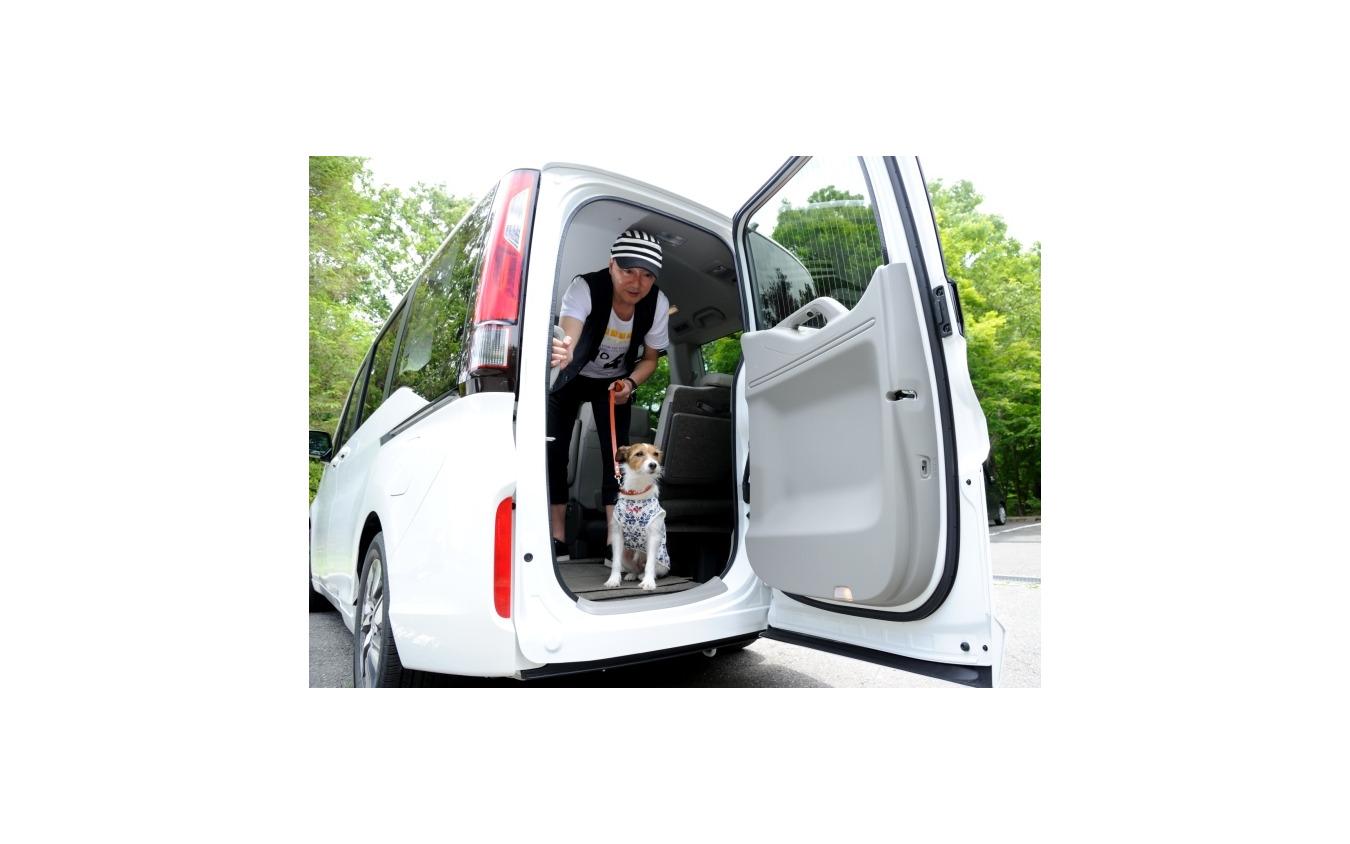 【青山尚暉のわんダフルカーライフ】愛犬の安全なクルマの乗せ方&降ろし方
