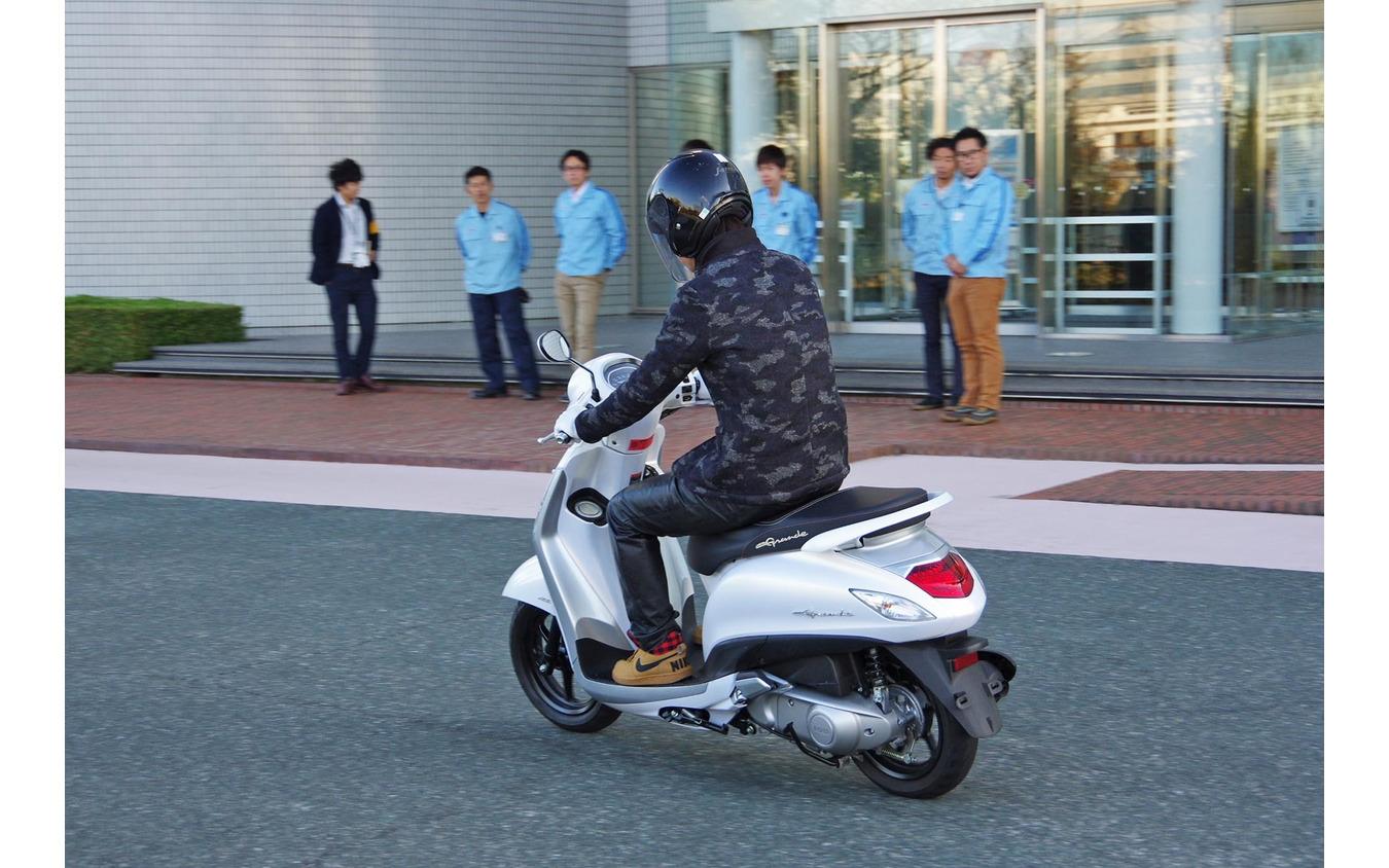 ヤマハのハイブリッドスクーター「NOZZA GRANDE(ノザグランデ)」に本邦初試乗。※敷地内で許可を得て走行しております
