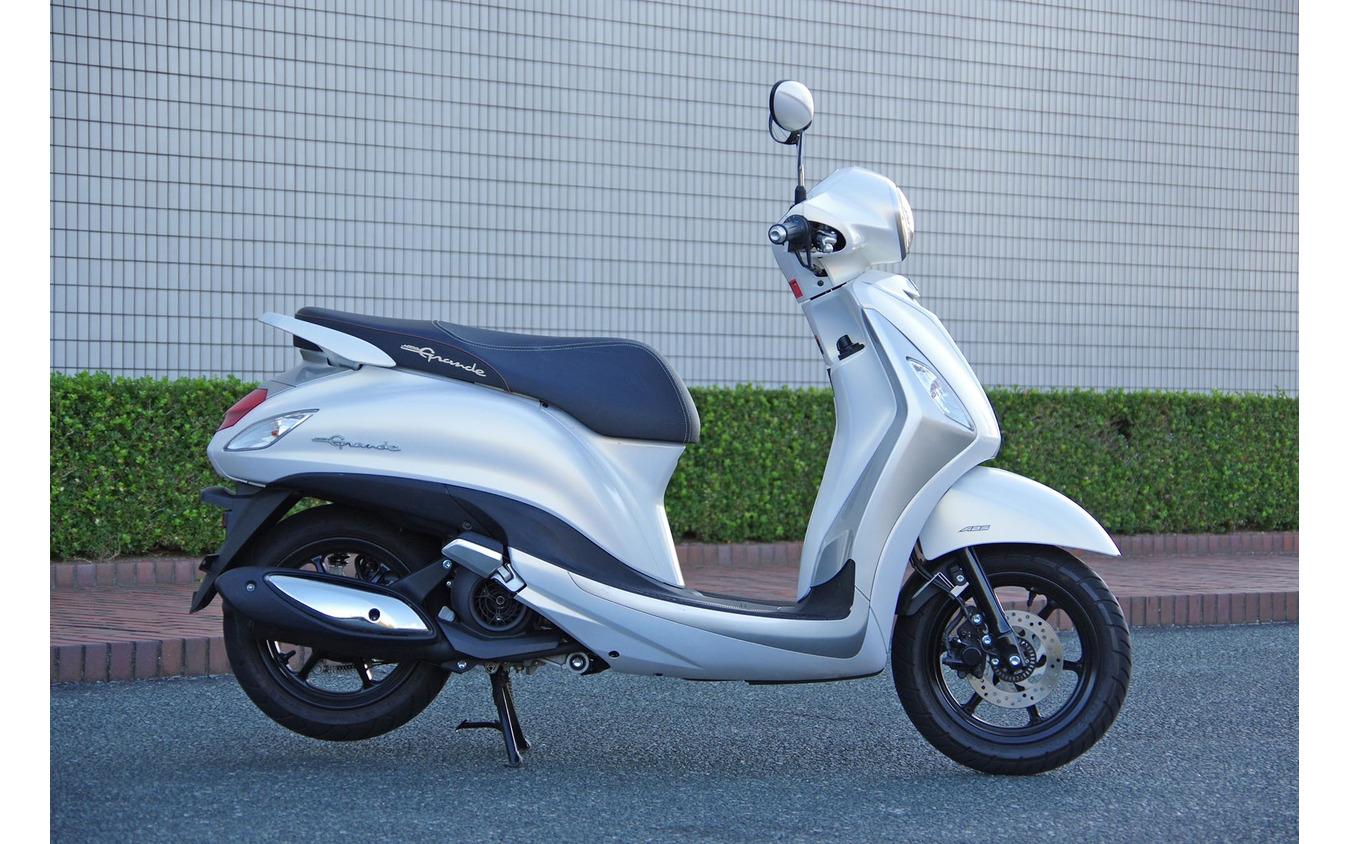 ヤマハ初のハイブリッドバイク「NOZZA GRANDE(ノザグランデ)」(ベトナム仕様)