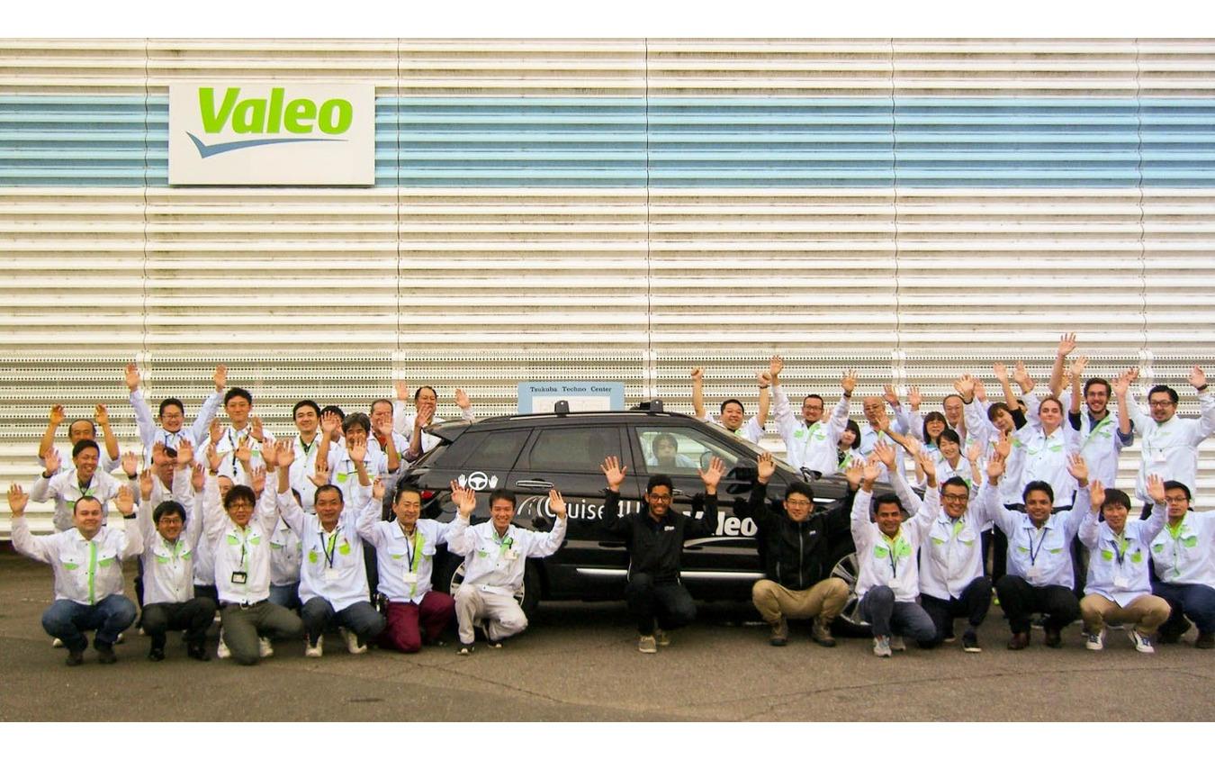 高速道路用自動運転車「Cruise4U」が日本一周テストを終え、つくばテクノセンターに到着した際の写真