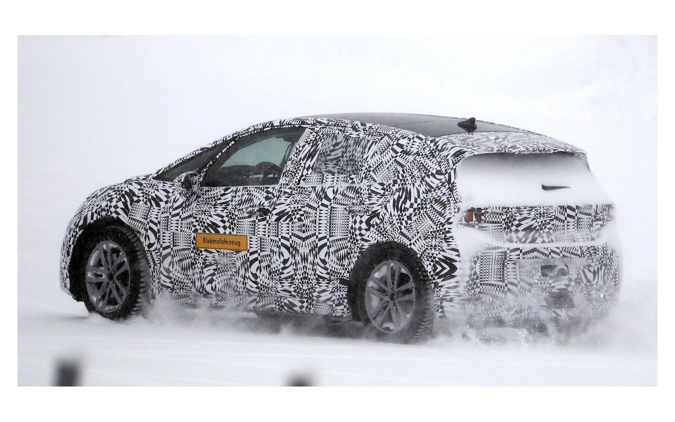 VW ID. ネオ テスト車両(スクープ写真)