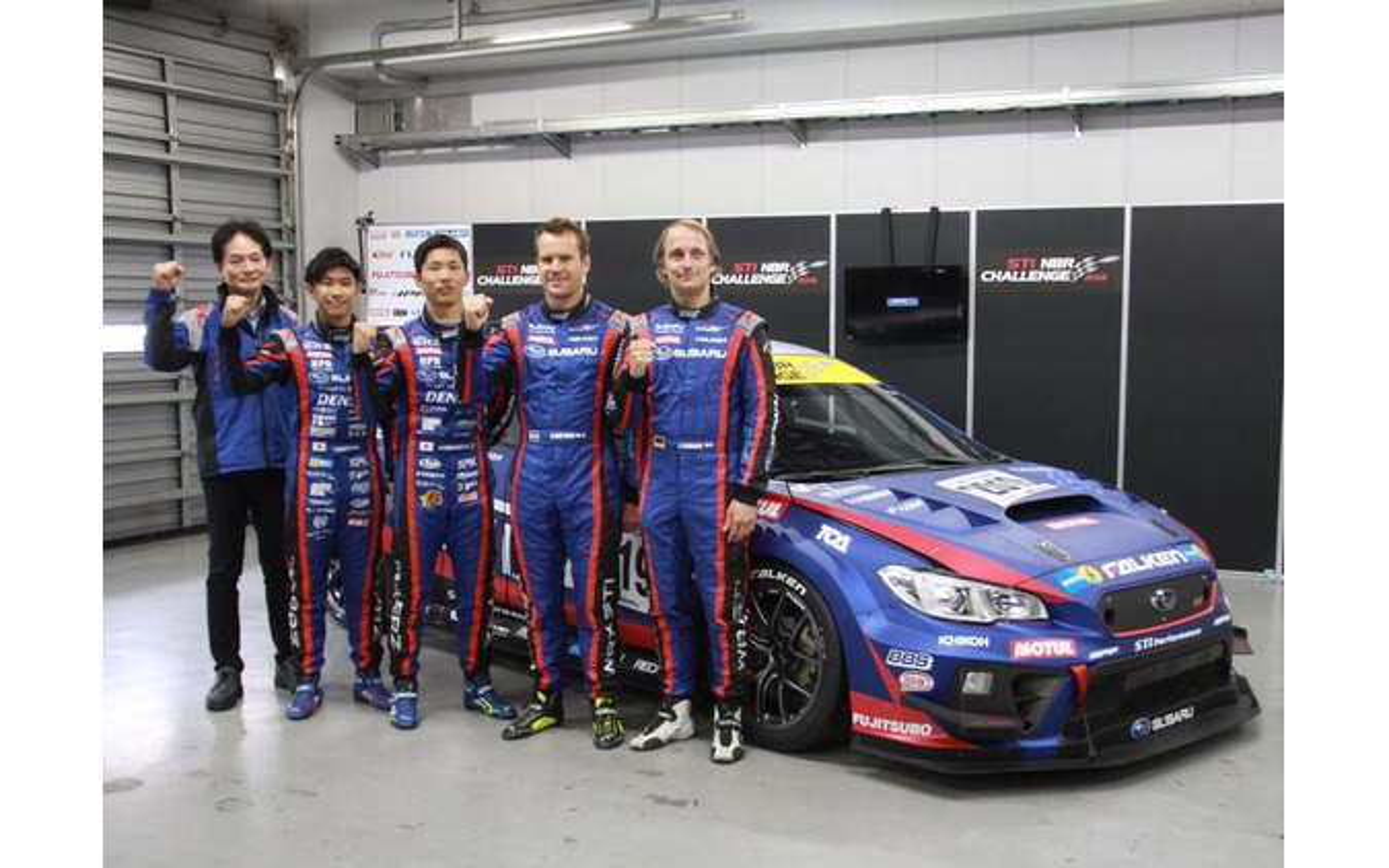 STIのNBR24参戦車両のシェイクダウンで、ヴァン・ダム選手とシュリック選手が新型車の感触をためす