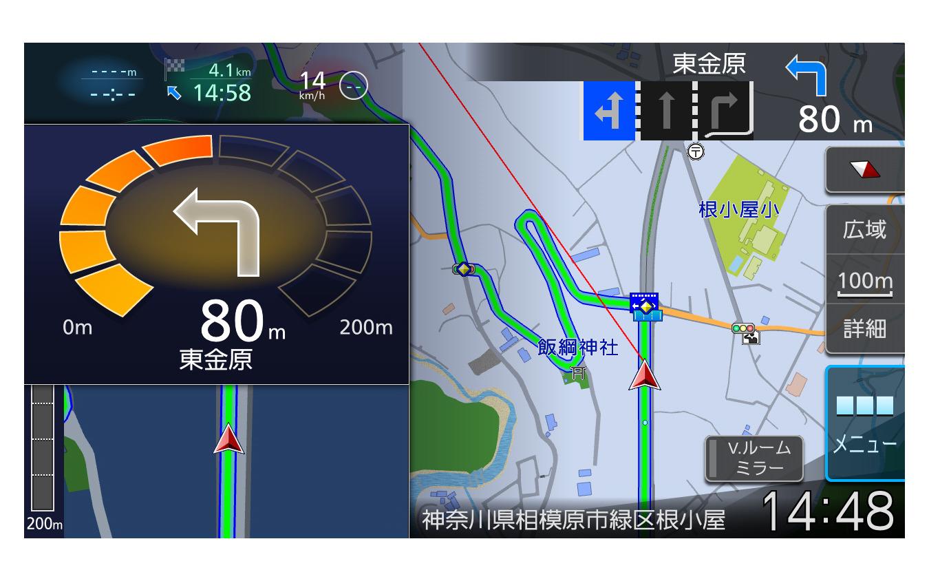 マップ画面はとにかく見やすく高精細。交差点までの距離もひと目で理解出来る