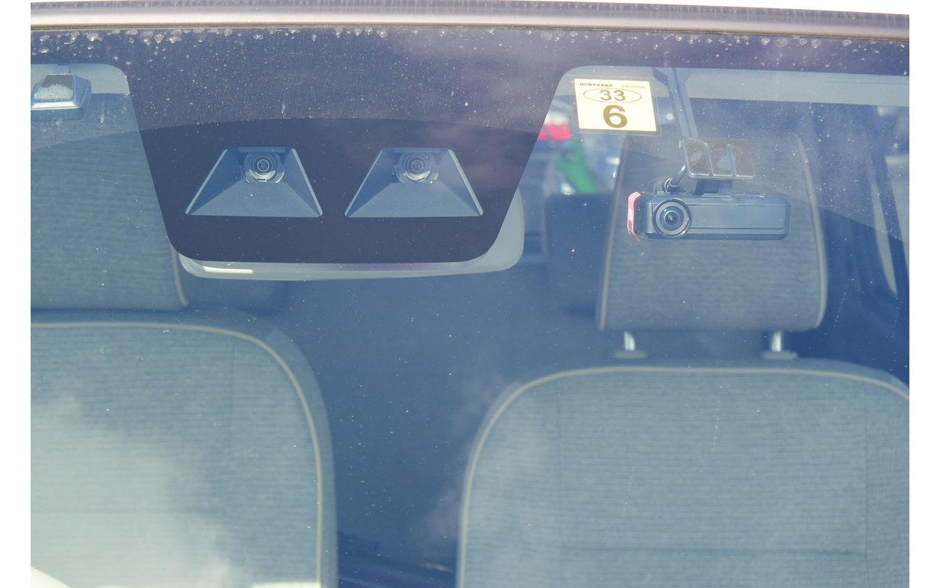安全システム「スマートアシストIII」は複眼カメラ式。スバルの「アイサイト」などと異なり、アダプティブクルーズコントロールなどの機能は持たない。