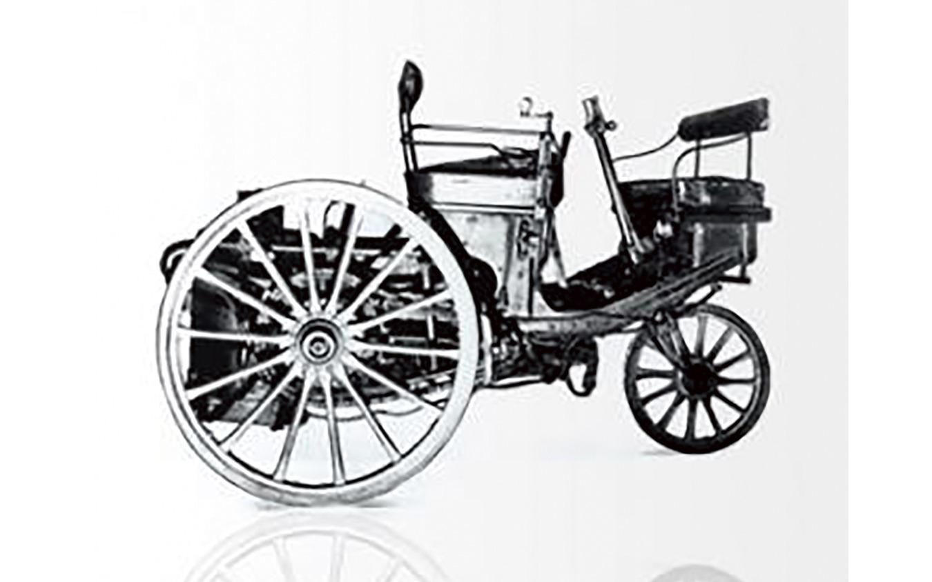 1890年に誕生したプジョーの第一号車。蒸気を動力とする三輪車だった。