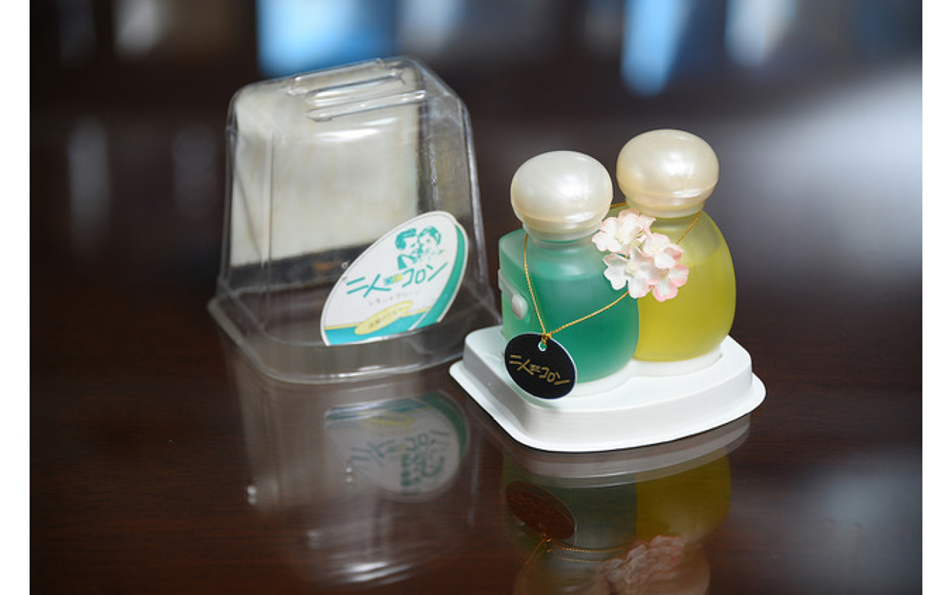 プロスタッフの象徴的な製品である芳香剤の「二人DEコロン」