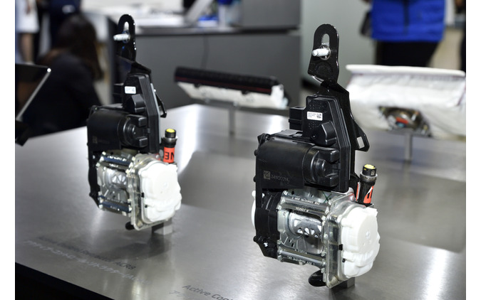 ZF ACR8(アクティブ・コントロール・リトラクター)