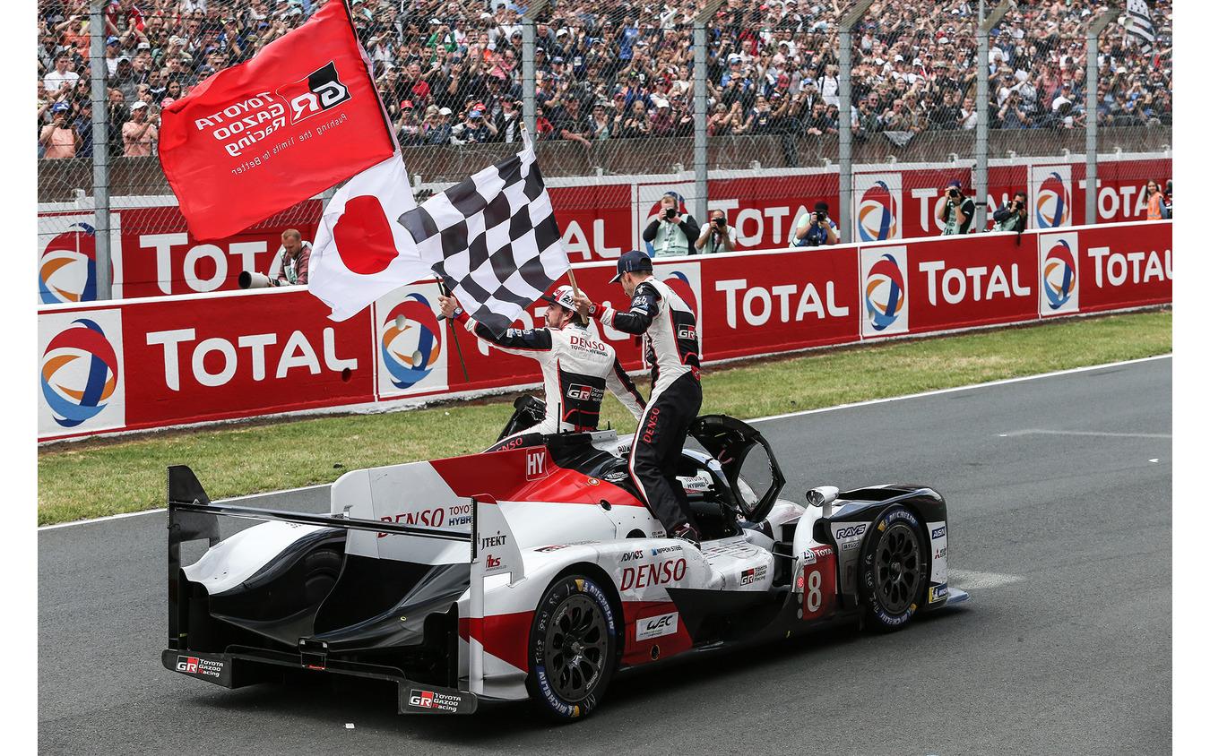 ルマン24時間耐久レースで優勝したトヨタGAZOO Racing。