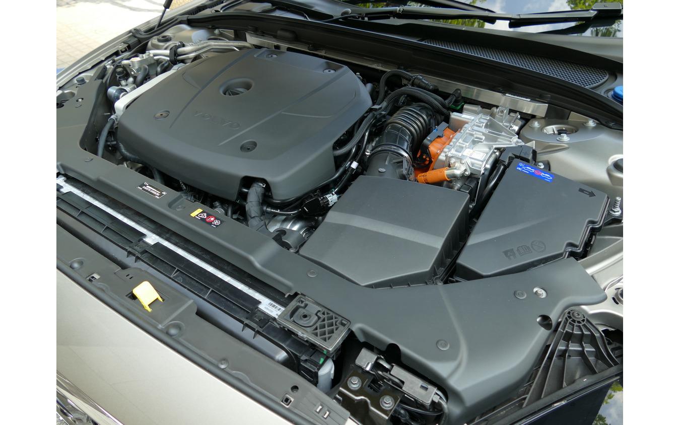 ボルボ V60 T6 TWIN ENGINE AWD INSCRIPTION