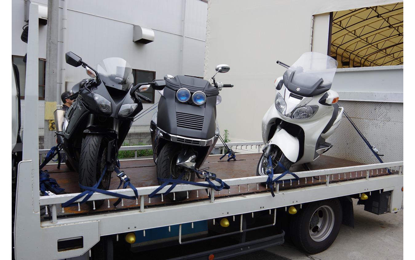 バイクの形状はさまざまなので積載車への積み方にもこだわりが